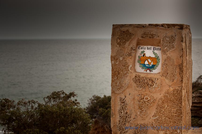 Novios playa boda Cala del Pato Roche