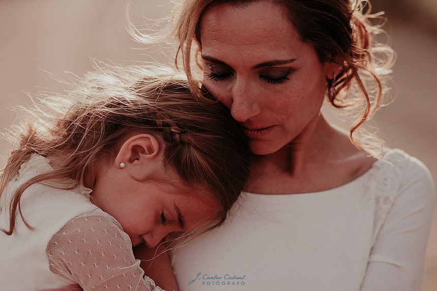 Madre con su hija dormida dia de la madre